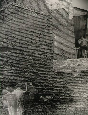 Clarence John Laughlin - Partie 3 dans Photographie: Grands Photographes laughlin_brick_wall