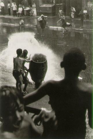 Helen Levitt - Partie 4 dans Photographie: Grands Photographes levitt_hydrant