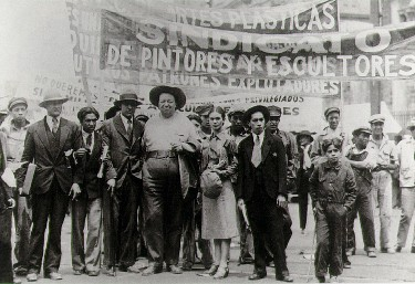 Diego Rivera and Frida Kahlo in the May Day march